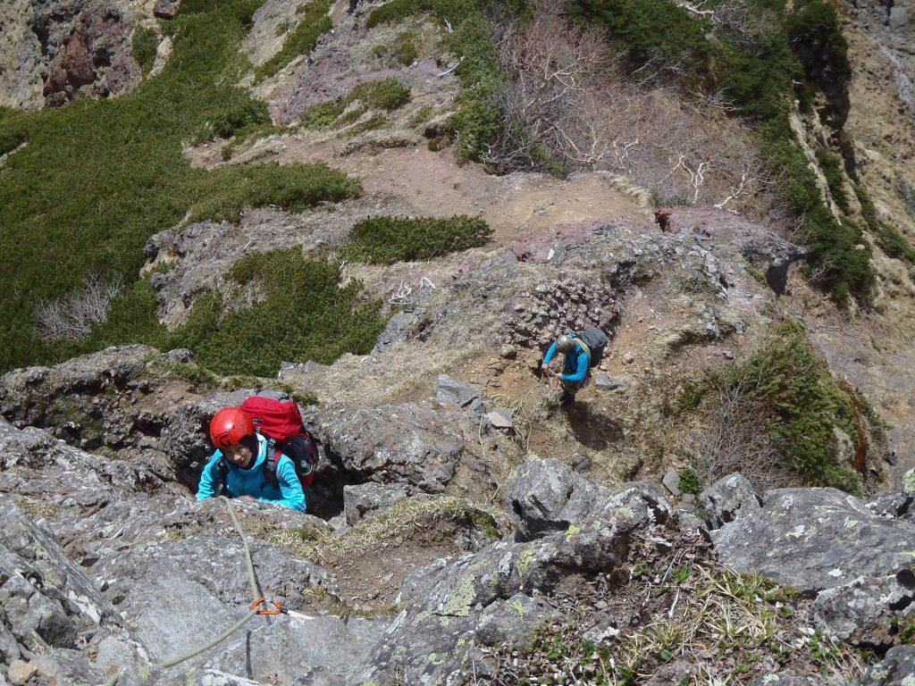 横岳直下を登攀する