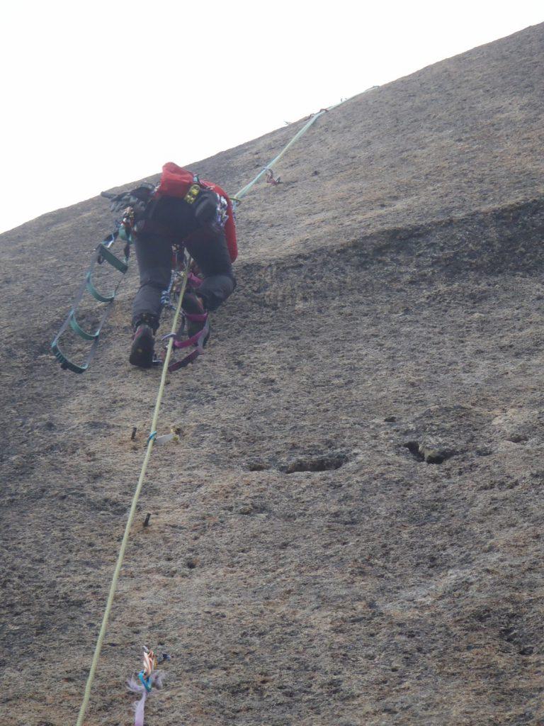 ツッキー 大ヤスリ岩を登る