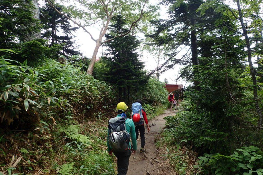 西穂山荘までの登山道 お子さん連れがちらほら