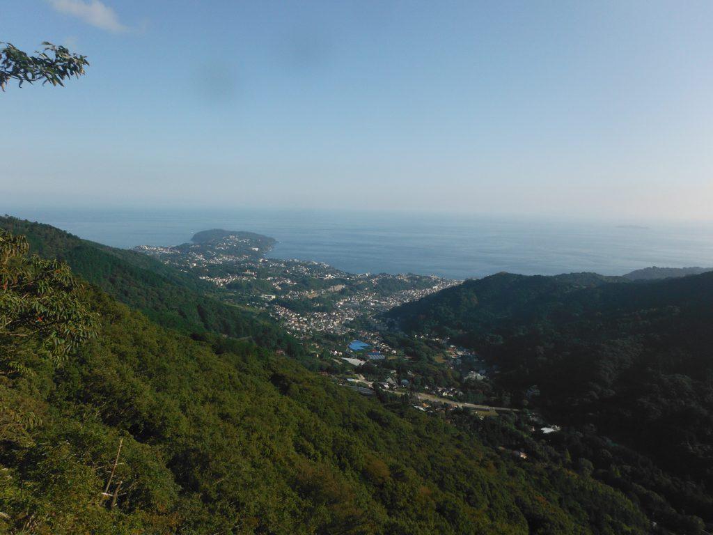 真鶴半島の両側に相模湾! 暖かく気持ちの良い風が抜けて、素晴らしロケーションでした!