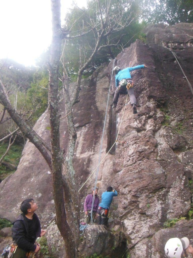 """ダウンで""""サンセット""""を登るタナミーさん。 綺麗な、楽しそうなルートでした!"""